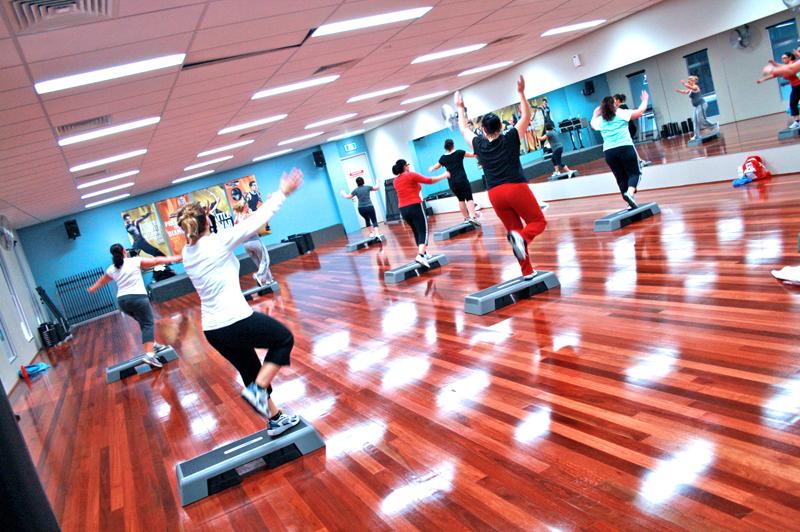 Fitten és frissen a náthaszezonban is – mire jó a sztep aerobic?